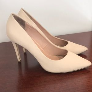 Worn Once Nude Heels 👠 Great for graduation